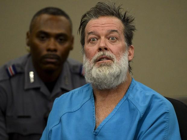 Robert Lewis Dear, acusado de matar três pessoas em ataque a uma clínica da Planned Parenthood no Colorado, participa de audiência na corte do condado de El Paso, em Colorado Springs, na quarta (9) (Foto: Reuters/Andy Cross/Pool)