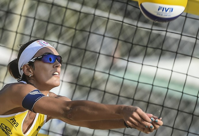 Há quase seis meses longe das quadras, Fernanda Berti disputa o Circuito Mundial nesta quarta (Foto: Divulgação/FIVB)