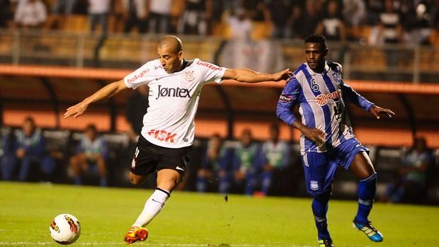 Emerson Sheik Corinthians x Emelec (Foto: Marcos Ribolli / Globoesporte.com)
