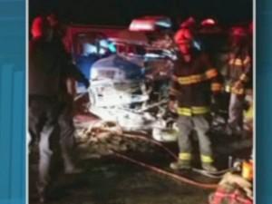 Motorista morre após bater de frente com carreta em Charqueada (Foto: Reprodução/EPTV)