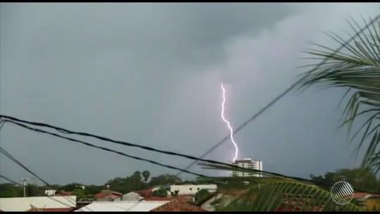 Oeste da BA foi atingido por 574 raios nos últimos três meses, diz INPE