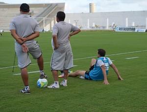 Treino do Botafogo-PB, Doda, machucado (Foto: Amauri Aquino / GloboEsporte.com/pb)