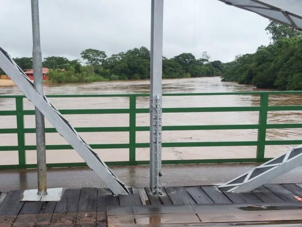 Ponte velha de Aquidauana foi interditada por causa da cheia do rio (Foto: Kelly Ventorim/ Sepaf)