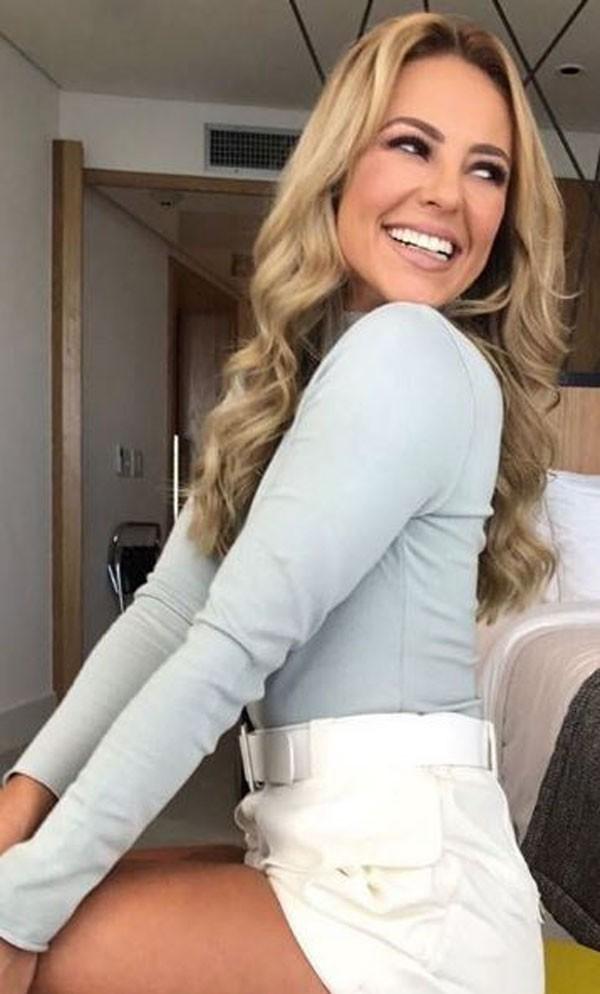 Paolla Oliveira ficou loiríssima para viver Jeiza  (Foto: Reprodução Instagram )