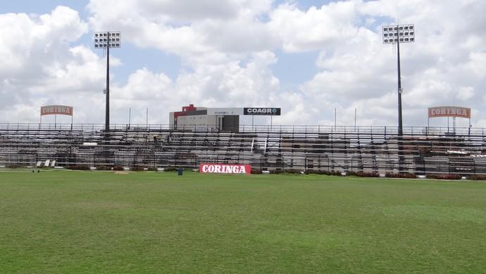 Metálicas do Municipal de Arapiraca estão em fase final de recuperação (Foto: Leonardo Freire/GloboEsporte.com)