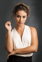 Laryssa Ayres, de 'Malhação', reclama da solteirice: 'Brasil está em crise!'