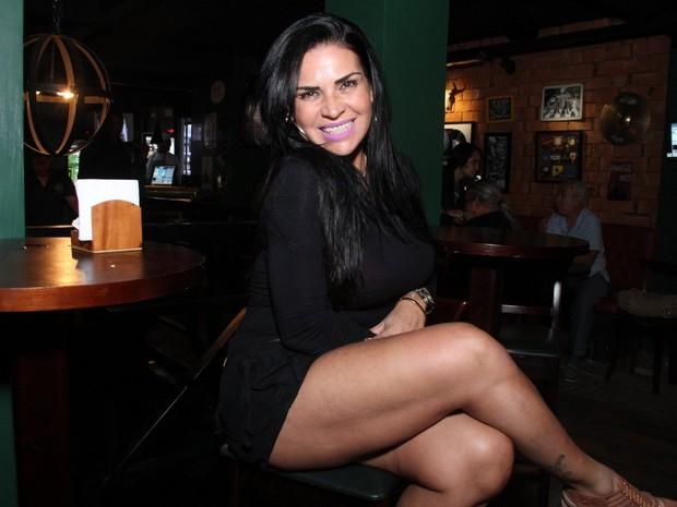 Solange Gomes em bar na Zona Oeste do Rio (Foto: Thyago Andrade/ Divulgação)