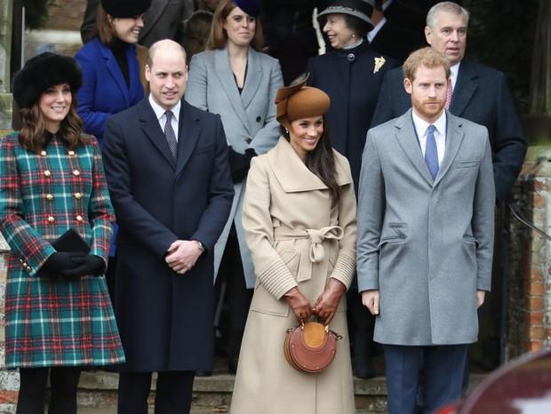 A primeira aparição de Megan ao lado de Kate Middleton e o Príncipe William (Foto: Getty Images)