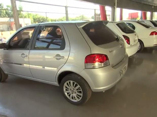 Polícia alerta consumidores a desconfiarem de veículos muito baratos (Foto: Reprodução/TVCA)