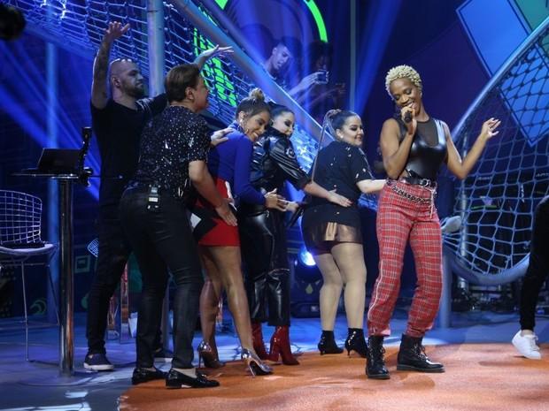 Karol Conka canta 'Bang', de Anitta, com Maiara e Maraisa, Victor Sarro e David Brazil (Foto: Fabiano Leone/Multishow)