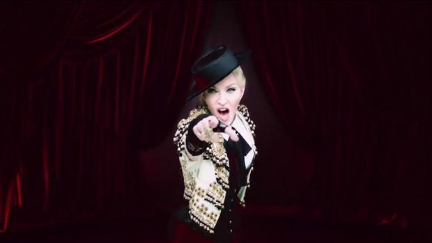 Madonna no clipe de 'Living for love' (Foto: Divulgação)