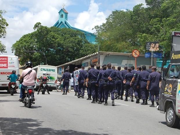 Manifestação teve início às 9h, no Centro da cidade, e o trânsito só foi liberado integralmente após as 11h30 (Foto: Diogo Almeida/G1)