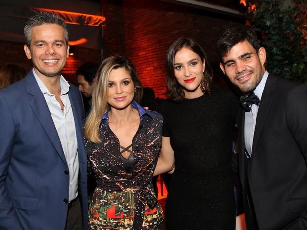 Otaviano Costa e Flávia Alessandra com Juliano Cazarré com a mulher, Letícia Bastos, em festa na Zona Sul do Rio (Foto: Anderson Borde/ Ag. News)