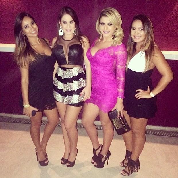 Babi Rossi com amigas em show em São Paulo (Foto: Instagram/ Reprodução)