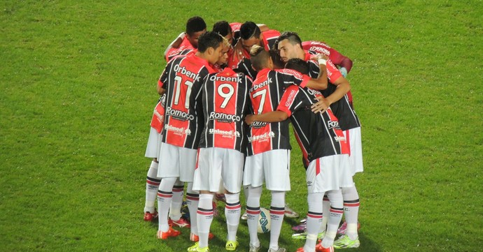 Joinville apresenta (Foto: João Lucas Cardoso)