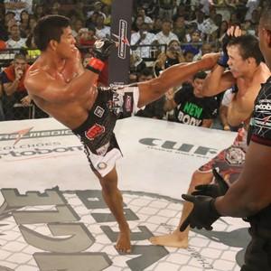 Paulinho Capoeira dominou Antônio Ceará na luta principal do Jungle Cufa (Foto: FredPontes/JungleFight)