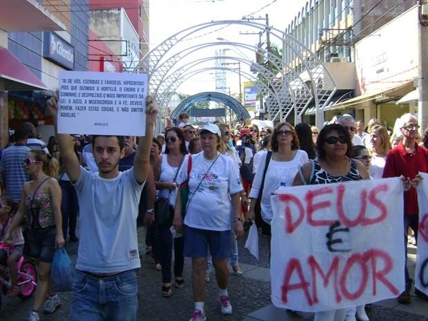 Pessoas pediram mais liberdade de expressão dentro da Igreja Católica (Foto: Alan Schneider / G1)