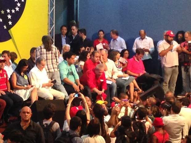Lula cumprimenta militantes em evento com movimentos sociais em São Paulo (Foto: Glauco Araújo / G1)