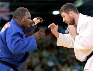Cedric Mandembo na luta de judô (Foto: Reuters)