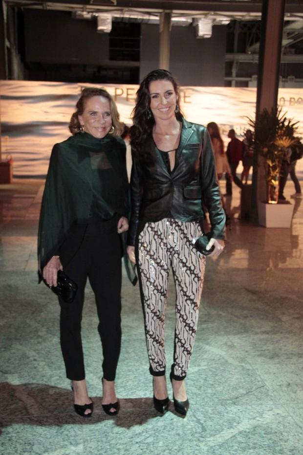 Lenny Niemeyer e Glenda Kozlowski no Fashion Rio (Foto: Isac Luz / EGO)