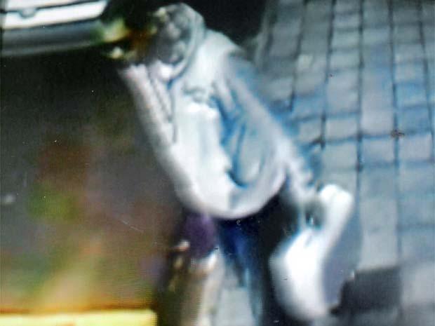 Câmeras de segurança flagram um dos assaltantes em Franca (Foto: Divulgação/Polícia Civil)