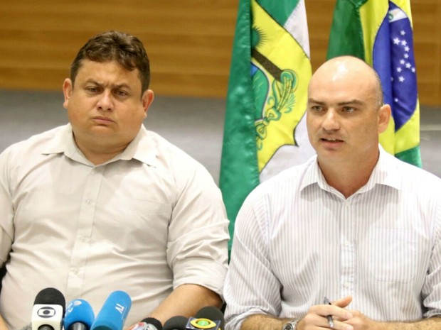 Secretários Wallber Virgolino e Caio Bezerra participaram de coletiva em Natal (Foto: Elias Medeiros/G1)