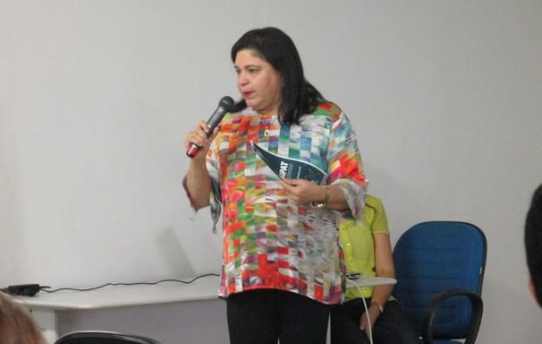 Médica Méssia Bandeira ministrou palestra sobre 'Qualidade de Vida eVoz' (Foto: Laurivânia Fernandes/ Rede Clube)