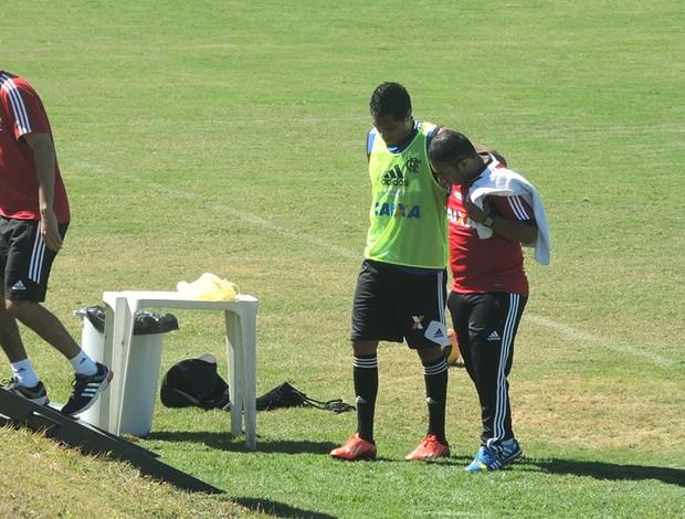 Hernane deixa o treino machucado treino Flamengo (Foto: Cahê Mota)