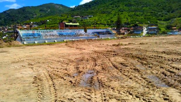 Parte do gramado do estádio Dr. Joaquim de Brito (Foto: Divulgação/Geraldo Magela)