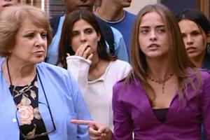 Taíssa humilha Isaura e Júlia dá um fora nela (Foto: reprodução/TV Globo)