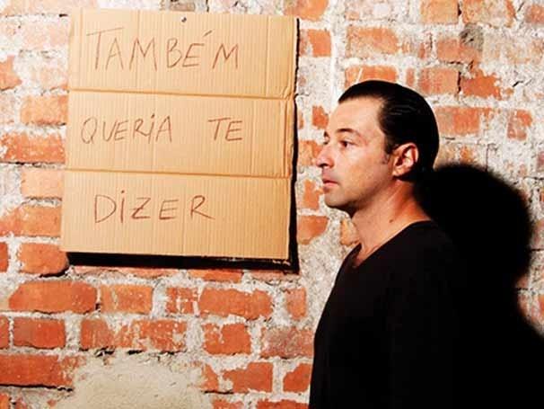 Emílio Orciollo Netto no espetáculo: monólogo segue no espaço até dia 24 deste mês (Foto: Divulgação)