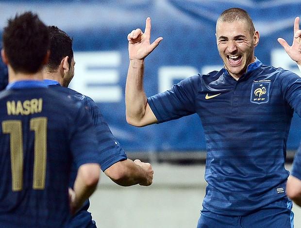 Benzema comemora gol da França no amistoso contra a Estônia (Foto: AFP)
