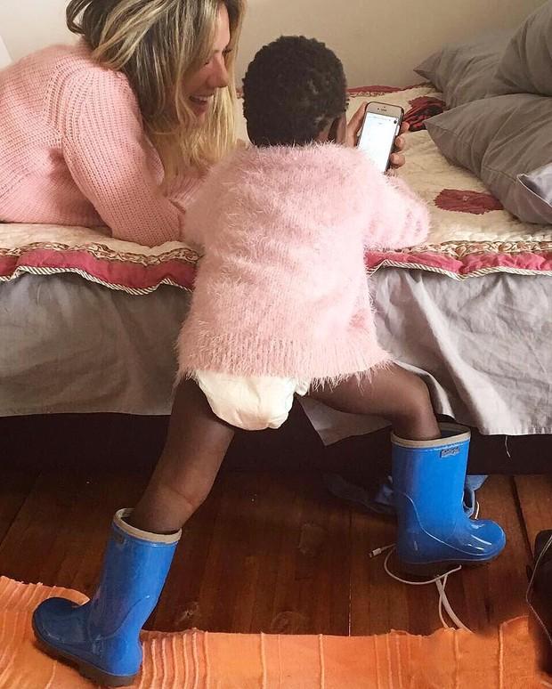 Os looks mais estilosos de Titi, filha Bruno Gagliasso e Giovanna Ewbank (Foto: Reprodução / Instagram)