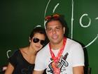 Após desfile, Ronaldo posa com a noiva em camarote