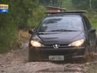 Motoristas se arriscam em desvio alternativo após bloqueio na RSC-287