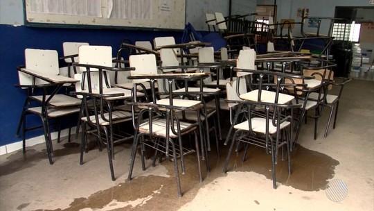 Com carteiras quebradas, início das aulas no oeste da Bahia é adiado