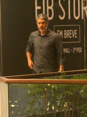 William Bonner em shopping do Rio (Foto: Agnews)