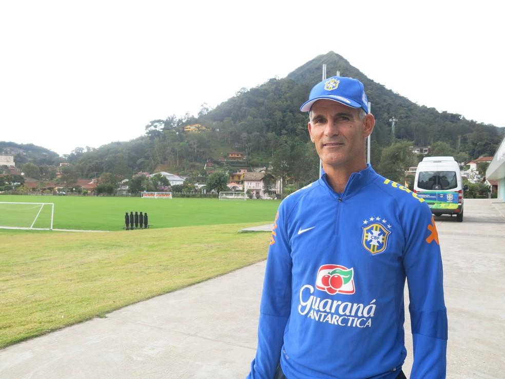 Carlos Amadeu é técnico da Seleção sub-17, mas, desde a demissão de Micale, está no comando da sub-20 (Foto: Felipe Schmidt)