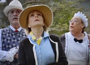 Charlô, Otávio e Olívia acompanham o lance da bola de golf (Foto: Guerra dos Sexos/ TV Globo)
