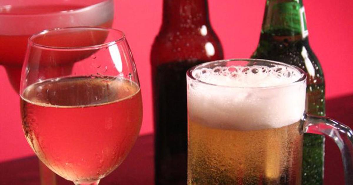 Cientista britânico diz ter inventado 'álcool que não dá ressaca e nem lesiona fígado'