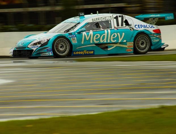 Stock Car - Rubens Barrichello acelera em Curitiba (Foto: Miguel Costa Jr. / divulgação)