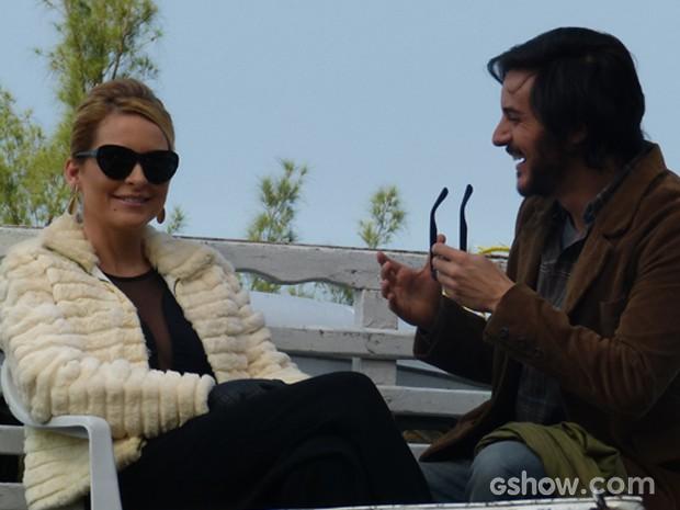 Claúdia Abreu e Ricardo Tozzi conversam antes de começar a gravar (Foto: Geração Brasil/TV Globo)