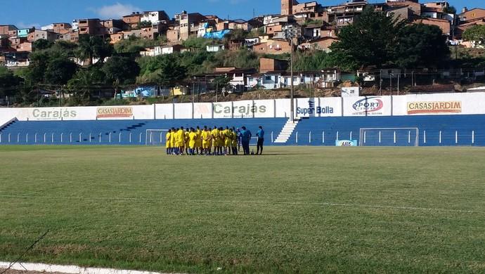 Canindé conversou com o elenco antes do treino começar (Foto: Augusto Oliveira / GloboEsporte.com)