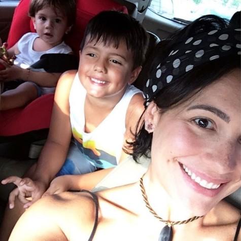 Juliana Knust e os filhos (Foto: Reprodução / Instagram)