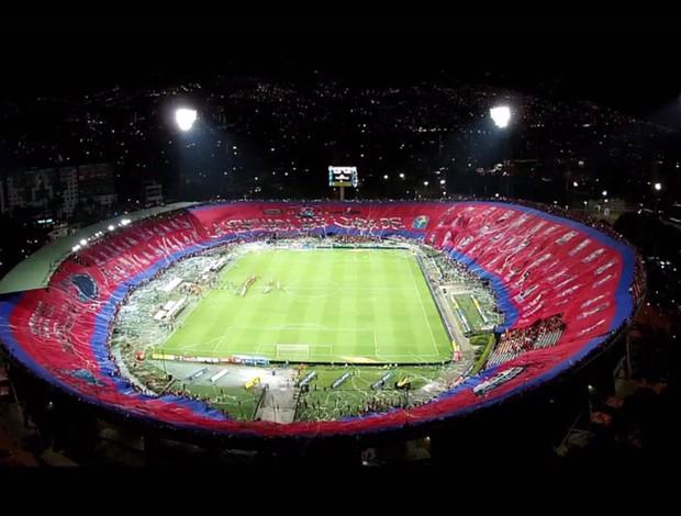 BLOG: Mosaico? Torcida do Independiente de Medellín impressiona com bandeirão