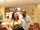 Thiaguinho e Fernanda Souza são fotografados em shopping na Barra
