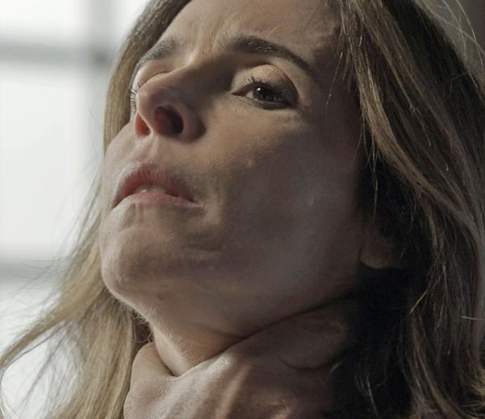 Kiki não cede à pressão e declara guerra ao Pai da facção (Foto: TV Globo)