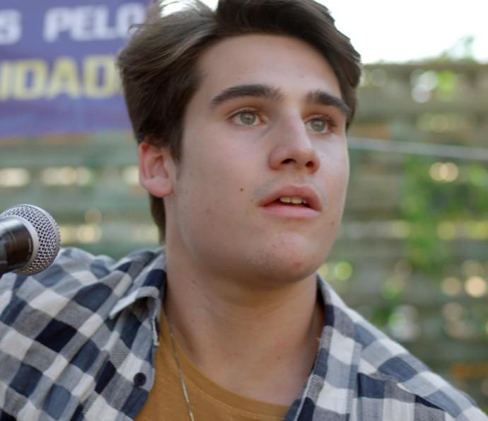Rodrigo não acredita no que vê (Foto: TV Globo)