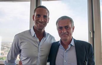 Ex-capitão do United, Rio Ferdinand confirma acerto com José Mourinho