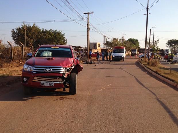 Suspeito morreu após colisão durante fuga em Porto Velho (Foto: Matheus Henrique/ G1)